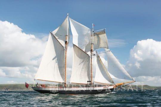 Johanna Lucretia full sail