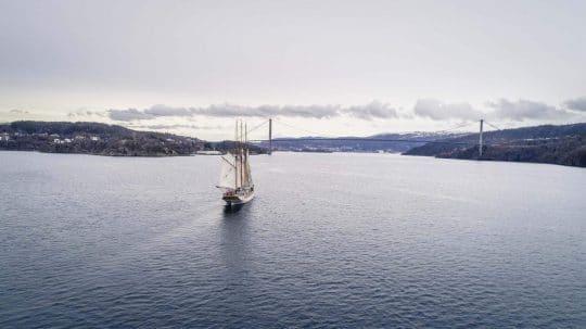 Linden Full Sail Header Image Drone