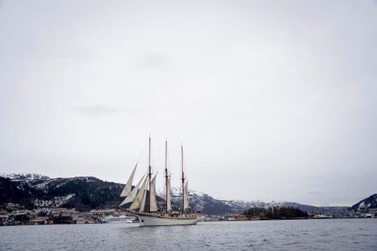 Linden Full Sail Header Image