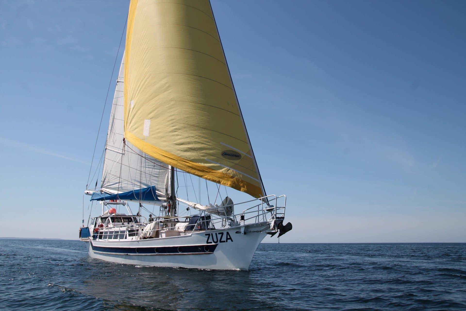 Zuza under sail