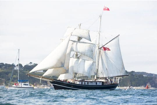 Lady of Avenel full sail