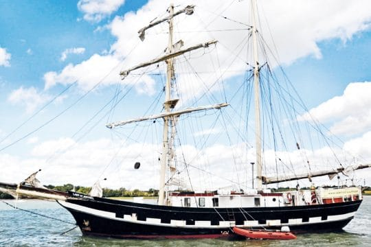 Lady of Avenel sail down