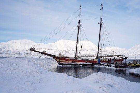 Nooderlicht moored