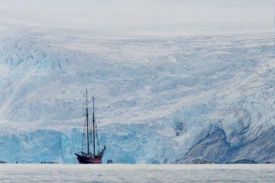 Noorderlicht glacier anchorage