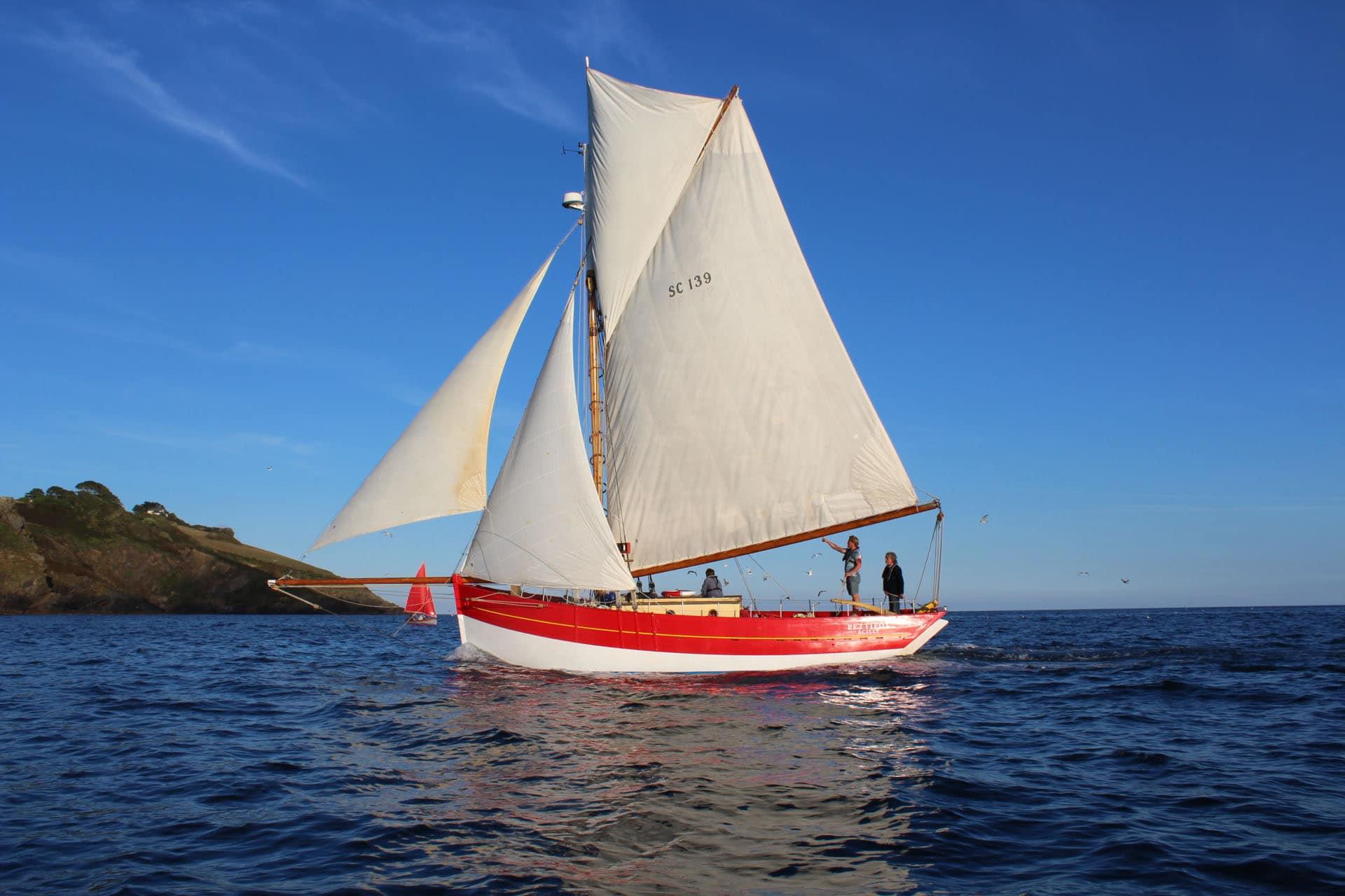 Pettifox under sail
