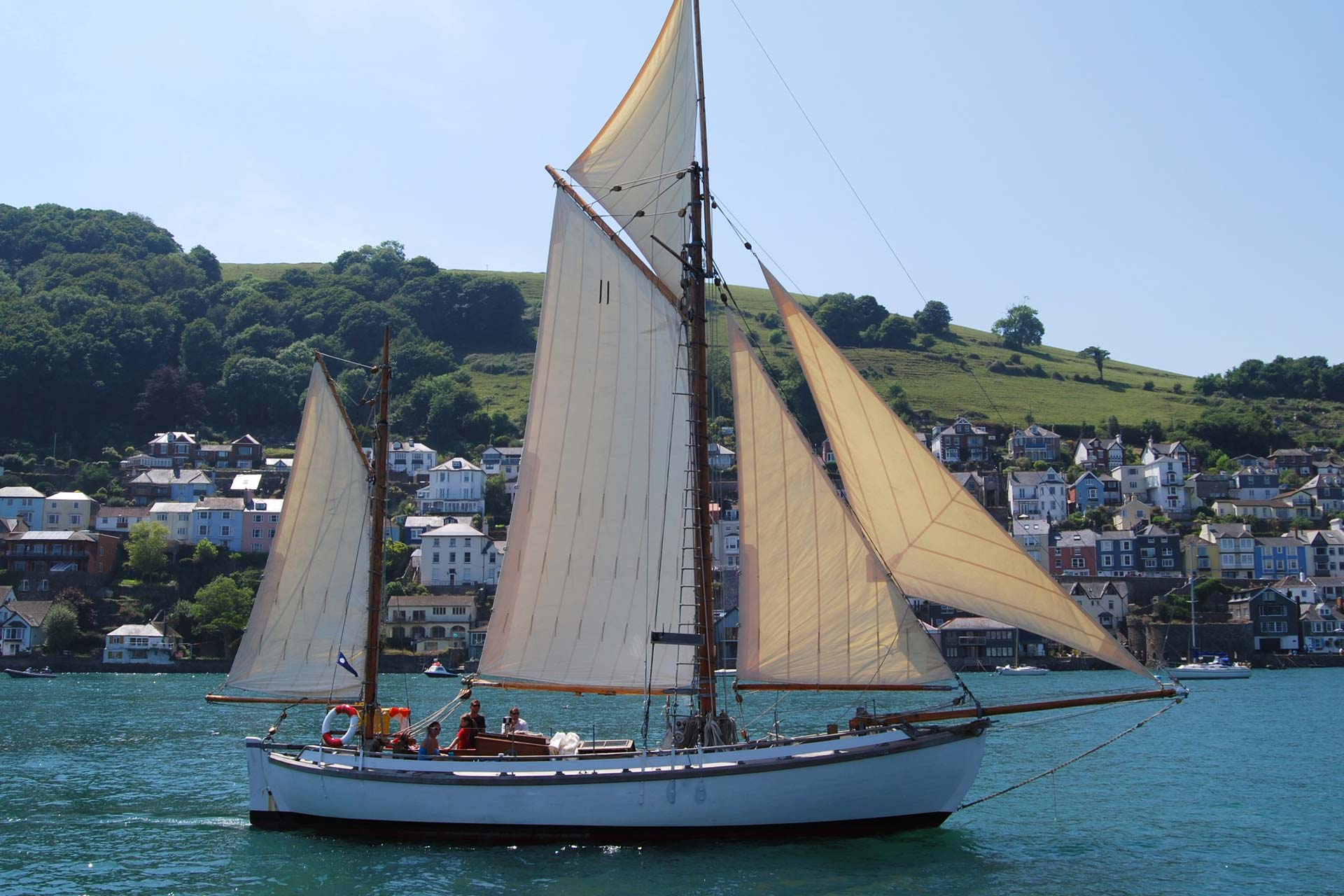 Escape sailing in dartmouth yacht holiday