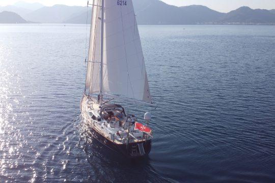 Skyelark sailing