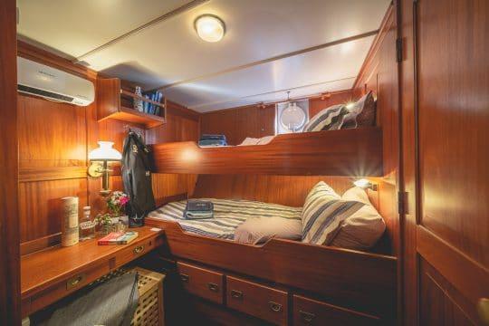 Venturesail-Blue-Clipper-cabin-twin-beds