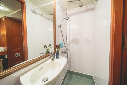 Venturesail-Blue-Clipper-shower-