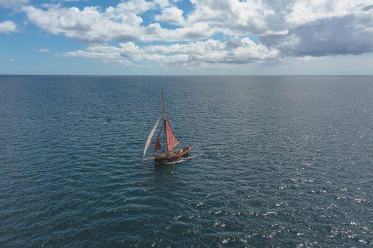 Venturesail-Eda-Fransen-aerial-sailing