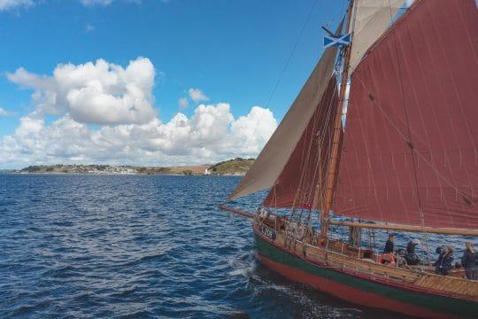 Venturesail-Eda-Fransen-red-sails