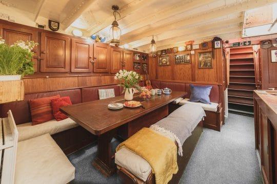 Venturesail-Maybe-saloon-interior